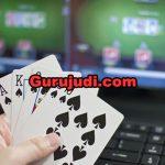 4 Fakta Tentang Poker Online Yang Harus Anda Ketahui Gurujudi.com - Biasanya seorang pemain poker hanya berfokus pada permainan yang dimainkan. Akibat terlalu fokus pada permainan yang dimainkan ini, mereka akhirnya lupa bahwa permainan poker online hanya sebagai sarana hiburan saja. Boleh-boleh saja anda fokus pada permainan, tetapi permainan poker online mempunyai beberapa fakta yang harus anda ketahui. 4 Fakta Tentang Poker Online Yang Harus Anda Ketahui ini mungkin dapat menambah wawasan anda tentang permainan ini. Berikut adalah fakta-fakta yang harus anda ketahui tentang poker online, sebagai berikut ini : Zona waktu yang berbeda-beda dapat memberikan anda keuntungan Jika anda bermain di salah satu situs judi online terpercaya bertaraf internasional, maka bisa saja anda akan bertemu pemain dari negara lainnya. Anda dapat memanfaatkan perbedaan waktu tersebut untuk mengambil keberuntungan. Bagaimana caranya? berikut penjelasan singkatnya, jika anda bermain di Indonesia ketika pagi hari. Maka lawan anda yang di negara Amerika Serikat pastinya malam hari. Kurangnya waktu istirahat seseorang tentu dapat mempengaruhi tingkat konsentrasi anda. Jadi anda harus pandai dalam menentukan jam yang tepat untuk anda bermain poker online. User name pemain dapat menunjukkan karakter permainannya Ketika bermain poker online, tentunya anda akan menemukan pemain yang memiliki user name yang berbeda-beda. Pada usernam yang berbeda-beda tersebut, ada pemain poker online yang masih pemula ataupun yang sudah profesional. Jadi ketika anda bermain secara online, maka anda harus tahu dan menganalisa kira-kira pemain tipe apa yang sedang anda hadapi. Permainan poker memiliki lebih dari 130 variasi permainan Tentunya permainan poker pada setiap negara berbeda-beda. Hal ini membuat variasi permainan poker berkembang menjadi sangat banyak yaitu lebih dari 130 jenis. Jenis permainan poker yang paling ramai dimainkan adalah Texas Hold'em Poker. Pada awalnya permainan poker hanya dimainkan de