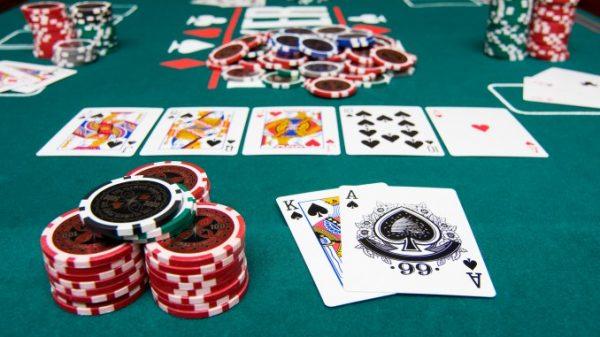 Cara Yang Tepat Menggertak Dalam Permainan Judi Poker Domino Online
